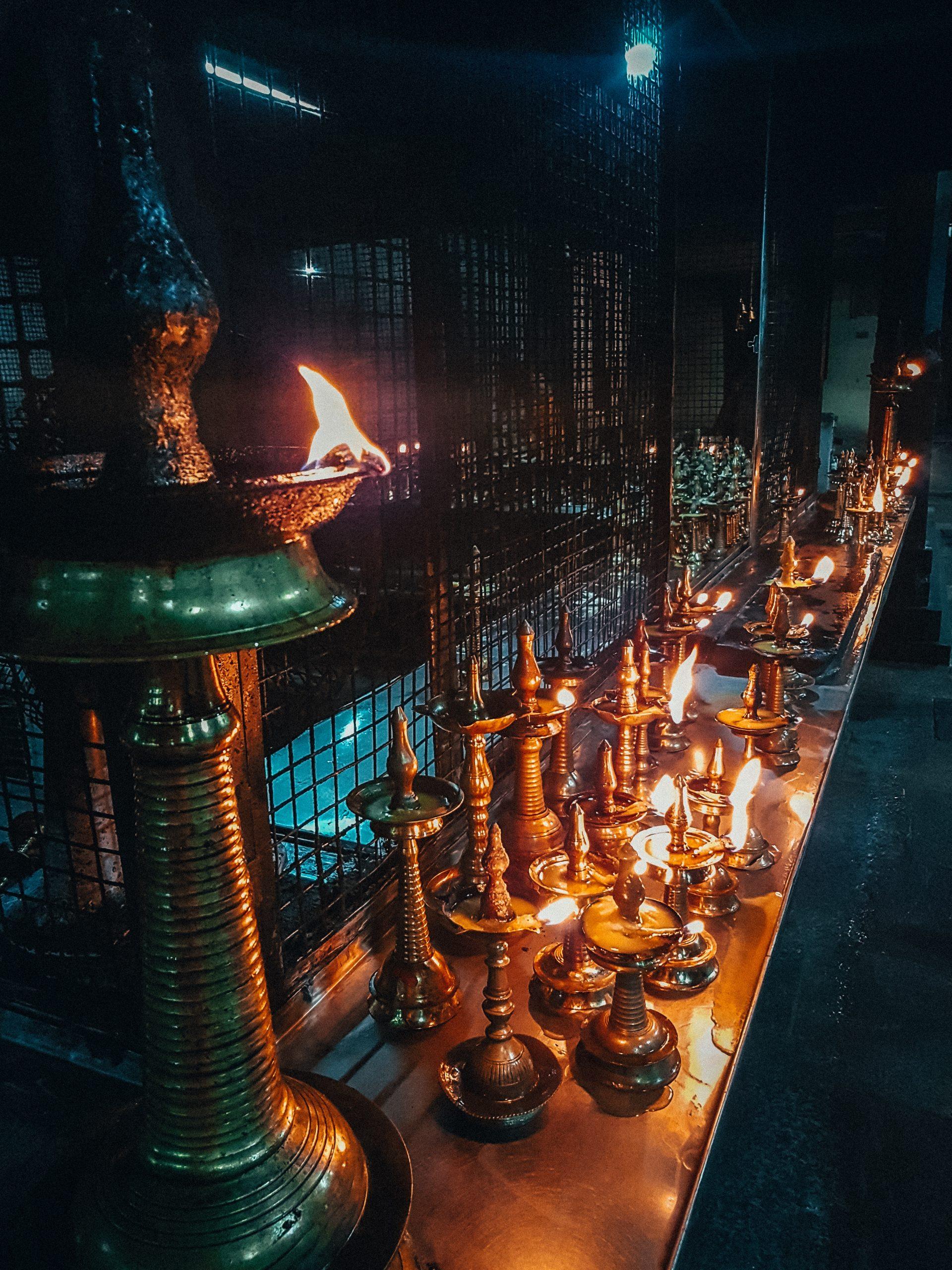 Tempel brennen Kerzen
