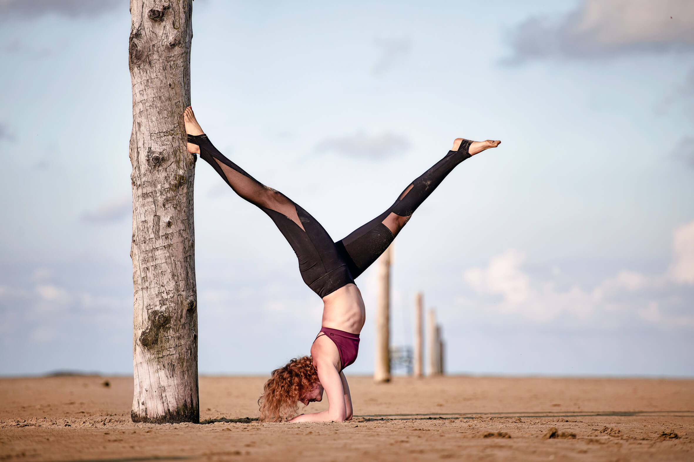 forearmstand-yoga-model-beach-hamburg-germany-split-model