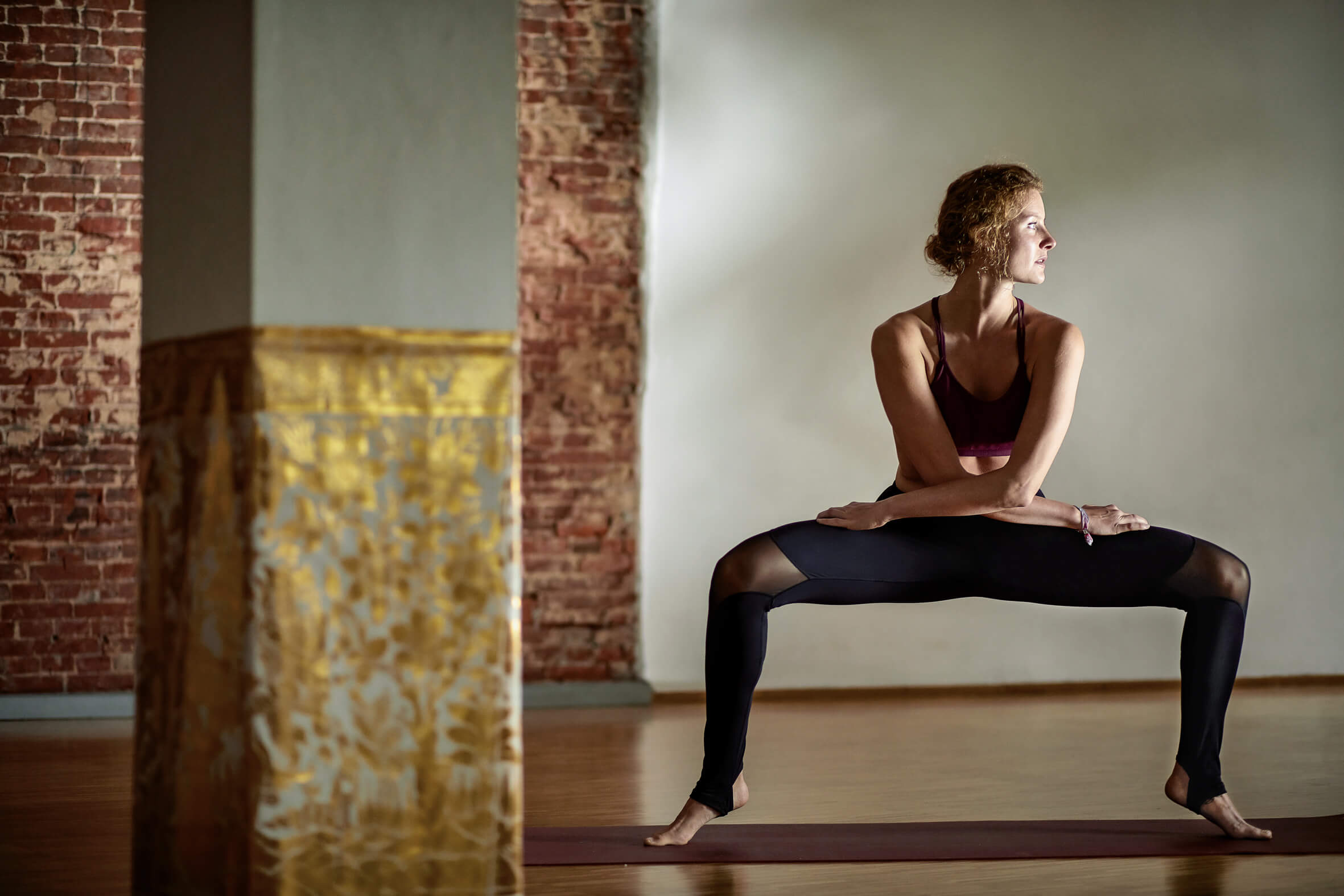 yoga-balance-breath-yogateacher-germany-model-yogastudio